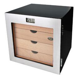 Humidor na doutníky Angelo Cabinett digi 40D, 25x24x21cm-Moderní stolní humidor na doutníky Angelo Cabinett s kapacitou cca 40-60 doutníků (v závislosti na velikosti). Prosklený humidor v černé barvě a vysokém lesku je dodáván se čtyřmi polymerovými zvlhčovači a digitálním vlhkoměrem, který uvádí nejen vlhkost, ale současně i teplotu. Uvnitř humidoru najdeme čtyři zásuvky na doutníky včetně přepážek. Vnitřek humidoru je vyložený cedrovým dřevem. Rozměr humidoru: 25x24x21 cm, vnitřní rozměr zásuvky: 18,5x18,5x3,2 cm.