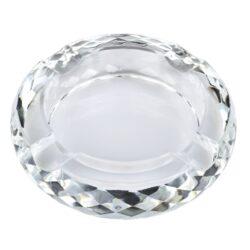 Doutníkový popelník křišťál Honeycomb 18cm, 4D, čirý-Masivní skleněný doutníkový popelník na 4 doutníky. Kulatý křišťálový popelník je precizně vyrobený z kvalitního skla. Popelník na doutníky je po straně zdobený fazetami. Doutníkový popelník je dodávaný v dárkové kazetě. Rozměry popelníku: 18x18x4,6cm.