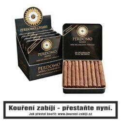 Doutníky Perdomo Mini Cigarillos Maduro, 20ks-Perdomo Minis jsou prémiová cigarilla vyrobená ze stoprocentního tabáku a balená krycím listem. Perdomo k jejich výrobě používá vlastní nikaragujský tabák a výsledkem jsou skvělá krátká cigára z blendu všech druhů tabákových listů. Perdomo Mini Cigarillos Maduro nabízí příjemný krátký kuřácký zážitek s plnou chutí. Krycí list je střední až plnotělnatý list s příjemnou nahořklou chutí. Malé doutníčky Perdomo Mini Cigarillos Maduro jsou balené po 20 kusech v originální plechové krabičce a prodávají se pouze po celém balení.  Délka: 76,2 mm Průměr: 8,7 mm Velikost prstýnku: 22 Tvar/velikost doutníku: Cigarillos Doba kouření: 10 - 15 min.  Značka: Perdomo Původ doutníku: Nikaragua Krycí list: Maduro Vázací list: Nikaragua Náplň: Nikaragua Typ doutníku dle skladování: doutník vlhký