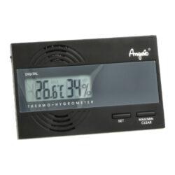 Vlhkoměr digitální Angelo, 90x60x9mm-Praktický digitální vlhkoměr Angelo, kterým přesně zjistíte okamžitou vlhkost v humidoru. Na displeji se zobrazuje aktuální vlhkost a teplota. Vlhkoměr je uchycený v humidoru na magnet a je napájený baterií 3.0V CR 2032. Balení obsahuje vlhkoměr, 1x baterie, magnety. Rozměr: 90x60x9 mm.