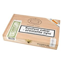 Doutníky Partagas Serie D No.4, 10ks-Kubánské doutníky Partagas Serie D No.4. Jedny z nejlepších kubánských doutníku na světě a nejprodávanější ve velikosti Robusto. Doutníky Partagas Serie D No.4 mají vynikající chuť po zemině, čokoládě, cedru a kůže současně s jemnými tóny chutného citrónu. Kubánské doutníky Partagas jsou vyráběné z kvalitních kubánských listů, které zaručují výbornou chuť a kvalitu těchto doutníků. Doba hoření je cca 50-70 minut. Doutníky jsou balené po 10 ks v cedrové krabici a prodávají se pouze po celém balení.  Délka: 124 mm Průměr: 19,8 mm Velikost prstýnku: 50 Tvar/velikost doutníku: Robusto Typ doutníku dle skladování: doutník vlhký  Původ doutníku: Kuba Krycí list: Kuba natural Vázací list: Kuba natural Náplň: Kuba natural Síla tabáku: full