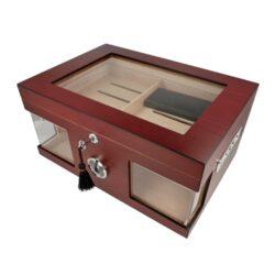 Humidor na doutníky Červenohnědý prosklený 75D, stolní-Stolní humidor na doutníky prosklený s kapacitou cca 75 doutníků. Dodáván s vlhkoměrem a zvlhčovačem. Rozměr: 38x26x18 cm.