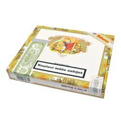 Doutníky Romeo y Julieta Mille Fleurs, 10ks-Kubánské doutníky Romeo y Julieta Mille Fleurs. Doutníky ve formátu Petit Corona jsou strojově vyráběné s ručně dobaleným krycím listem. Menší doutníky Mille Fleurs charakterizují zemité tóny s nádechem cedru a dřeva v kombinaci s velmi příjemným krémovým aromatem a s kořeněným koncem. Doba hoření je cca 35-60 minut. Doutníky jsou balené po 10 ks v originální cedrové krabici Romeo y Julieta a prodávají se pouze po celém balení.  Délka: 129 mm Průměr: 16 mm Velikost prstýnku: 42 Tvar/velikost doutníku: Petit Corona Typ doutníku dle skladování: doutník vlhký  Původ doutníku: Kuba Krycí list: Kuba Natural Vázací list: Kuba Natural (Vuelta Abajo) Náplň: Kuba Natural (Vuelta Abajo) Síla tabáku: medium