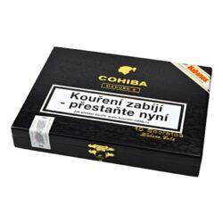Doutníky Cohiba Secretos, 10ks-Kubánské doutníky Cohiba Secretos Maduro 5 jsou další z trojice doutníků řady Maduro 5. Ručně balené doutníky, které se těší velké oblíbenosti díky perfektní kvalitě, výborné vůni a chuti. Při kouření doutníků Cohiba Secretos poznáte výrazné chutě kakaa, kávy, čokolády a ořechů. Při jejich výrobě se používá speciální pět let zrající tmavý krycí list Maduro, který dává těmto doutníkům nezaměnitelný tmavý vzhled. Přibližná doba kouření 35 - 50 minut. Sklenka dobrého rumu, whisky nebo dobré kávy - ideální kombinace pro vychutnání doutníků Cohiba Secretos. Doutníky jsou balené po 10 ks ve stylovém cedrovém boxu s logem Cohiba a prodávají se pouze po celém balení. Kromě doutníků Cohiba Secretos jsou v řadě Maduro 5 nabízené další dvě velikosti a to Cohiba Magicos a Genios.  Délka: 110 mm Průměr: 15,9 mm Velikost prstýnku: 40 Tvar/velikost doutníku: Petit Corona Typ doutníku dle skladování: doutník vlhký  Původ doutníku: Kuba Krycí list: Kuba - Cuban Maduro Vázací list: Kuba  Náplň: Kuba  Síla tabáku: medium-full  Hodnocení doutníků Cohiba Secretos Maduro 5: V roce 2015 doutníky Cohiba Secretos Maduro 5 získaly v hodnocení TOP 25 Cigars Journal 4. místo.