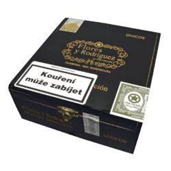 Doutníky Flores y Rodriguez Unicos Maduro, 24ks-Doutníky Flores y Rodriguez Unicos Maduro. Doutníky z Dominikánské republiky jsou balené v dřevěné krabici po 24 ks. Délka 165mm, průměr 20,6mm. Odběr po celém balení.