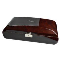 Humidor na doutníky Angelo Real Wood 50D, stolní, zaoblený-Stolní humidor na doutníky s kapacitou cca 50 doutníků. Dodáván s digitálním vlhkoměrem a polymerovým zvlhčovačem. Vnitřek humidoru je vyložený cedrovým dřevem. Rozměr: 54x17x26 cm.