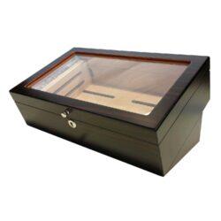 Humidor na doutníky 50D, stolní-Stolní humidor na doutníky s proskleným víkem a kapacitou cca 50 doutníků. Dodáván s vlhkoměrem a zvlhčovačem. Rozměr: 35x23x16 cm.