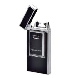 USB Zapalovač Silver Match Arc, el. oblouk, USB-USB zapalovač s elektrickým zapalováním. Elektrický USB zapalovač využívá k zapálení plazmový oblouk namísto tradičního plynu, který vznikne elektrickým výbojem. V zapalovači je integrovaný MicroUSB port, kterým se USB zapalovač dobíjí. V balení je přiložen nabíjecí MicroUSB-USB kabel. Plné nabití USB zapalovače za 1,5-2 hodiny. Výška 7,5cm, šířka 3,5cm, tloušťka 1cm. Cena je uvedena za 1 ks. Před odesláním objednávky uveďte číslo barevného provedení do poznámky.
