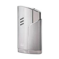 Doutníkový zapalovač Winjet Carouge, stříbrný-Doutníkový zapalovač. Tryskový zapalovač na doutníky má integrovaný vyštípávač. Zapalovač je plnitelný. Doutníkový zapalovač je dodáván v dárkové krabičce. Výška zapalovače 7 cm.