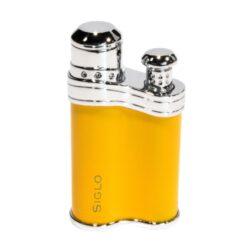 Tryskový zapalovač Siglo Bean Shape, žlutý-Stylový tryskový zapalovač Siglo Bean Shape. Kvalitně zpracovaný zapalovač, jehož tvar připomíná fazolku, dokonale padne do ruky. Plamen zapalovače spolehlivě zapálí nejen cigarety, ale i doutníky. Povrch zapalovače je kvalitně provedený a zalakován. Ve spodní části najdete plnící ventil plynu a nastavení intenzity plamene. Zapalovač je dodáván v dárkové krabičce s logem. Výška 6,5 cm.
