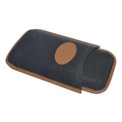 Pouzdro na 2 doutníky Etue Robusto, černohnědé, kožené-Etue - pouzdro na dva doutníky. Černohnědé pouzdro na doutníky velikosti Robusto je dlouhé 145mm, průměr 25mm. Doutníkové pouzdro je kožené.