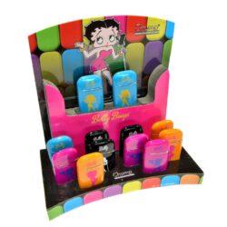 Zapalovač Champ Betty Boop-Kovový žhavící zapalovač. Zapalovač je plnitelný. Výška 6 cm. Při nákupu celého balení (12ks), je dodáván stojánek z kartonu. Cena je uvedena za 1 ks.