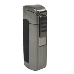 Doutníkový zapalovač Hadson Terz, gunmetal-Doutníkový zapalovač. Tryskový zapalovač na doutníky obsahuje integrovaný vyštípávač. Zapalovač je plnitelný. Doutníkový zapalovač je dodáván v dárkové krabičce. Výška 8cm.