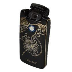 USB zapalovač Winjet Arc Flowers el. oblouk, černý-USB zapalovač s elektrickým zapalováním. USB zapalovač využívá k zapálení elektrický oblouk, namísto tradičního plynu. V zapalovači je integrovaný MicroUSB port, kterým se USB zapalovač dobíjí. V balení je přiložen nabíjecí MicroUSB-USB kabel. Doba nabíjení USB zapalovače cca 60 minut. Výška zapalovače 7cm.
