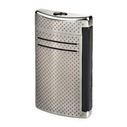 Zapalovač S.T. DuPont Maxijet, gunmetal dot-Kvalitní tryskový zapalovač S.T. DuPont Maxijet známé francouzské značky. Za preciznost zpracování kovového zapalovače hovoří sama značka S.T. DuPont. Díky silnému plamenu je vhodný nejen k zapalování cigaret, ale i doutníků. Na boční straně je umístěné okénko, kde je možné vidět hladinu plynu v zapalovači. Na spodní části zapalovače najdete nastavení intenzity plamene a ventil na plnění plynem. Zapalovač je dodáván v dárkové bílé krabičce s logem. Výška: 6,5cm.