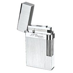 Zapalovač S.T. DuPont Ligne 2 brushed-Luxusní plynový zapalovač S.T. DuPont Ligne 2 známé francouzské značky. Zapalovač z elegantní řady Ligne 2, pro kterou je typický a lehce identifikovatelný ping zvuk při otevření zapalovače. Dokonale zpracovaný kovový kamínkový zapalovač, který skvěle kombinuje funkci a elegantní vzhled. Na boku najdeme škrtací mechanismus. Ve spodní části najdeme plnící ventil plynu a ovládání intenzity plamene. Kamínek se mění v horní části zapalovače. Zapalovač je dodáván v dárkové krabičce vyložené jemným sametem. Výška 6cm. Vyrobeno ve Francii. Zapalovače S.T. DuPont nejsou při dodání naplněné plynem.