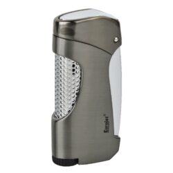 Tryskový zapalovač Eurojet Snap, šedý-Kvalitní tryskový zapalovač Eurojet. Masivní kovový zapalovač v metalickém designu s efektní perforací na přední části. Po stisknutí bočního tlačítka se horní část zapalovače odklopí a tryska zapalovače se zapálí. Ve spodní části najdeme plnící ventil a nastavení intenzity plamene. Tryskový zapalovač je dodáván v dárkové krabičce. Výška zapalovače 7,1cm.